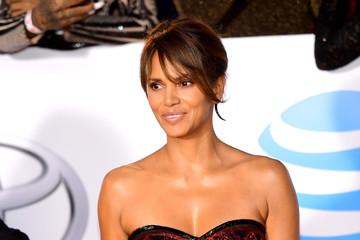 Halle Berry 48th NAACP Image Awards - Arrivals