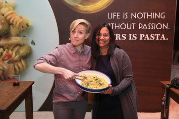 Hannah Hart MasterCard Preview - Barilla's Italian Bites on the Beach