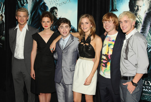 "Tom Felton (L-R) Actors Freddie Stroma, Bonnie Wright, Daniel Radcliffe, Emma Watson, Rupert Grint and Tom Felton attend the ""Harry Potter and the Half-Blood Prince"" premiere at Ziegfeld Theatre on July 9, 2009 in New York City."