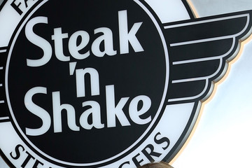 Haylie Duff Steak 'n Shake Celebrates 80th Birthday with Guinness World Records Official Attempt