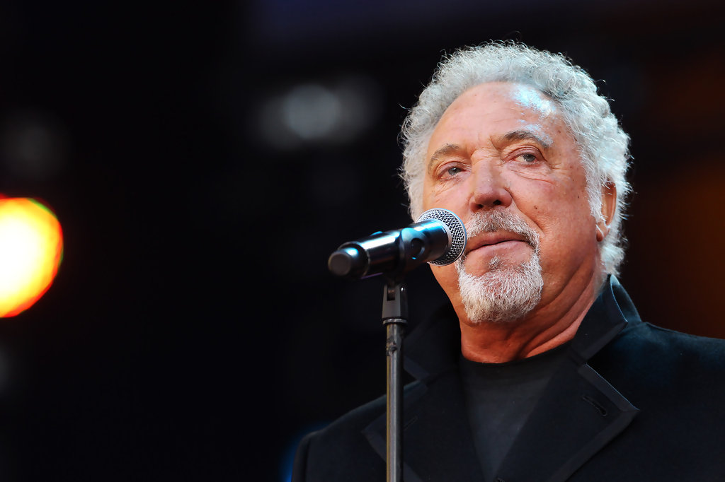 tom jones as an anti hero Sir tom jones was taken aback when his long lost 'son' turned up to audition for the voice in scenes due to air tonight, tattoo artist paul black from merthyr.