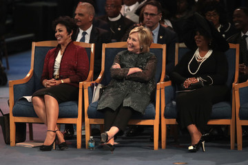 Hillary Clinton Soul Music Icon Aretha Franklin Honored During Her Funeral By Musicians And Dignitaries