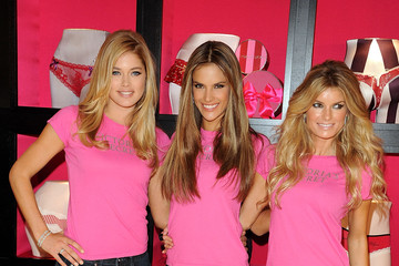 Alessandra Ambrosio Marisa Miller Holiday Shopping With The  Victoria's Secret Supermodels