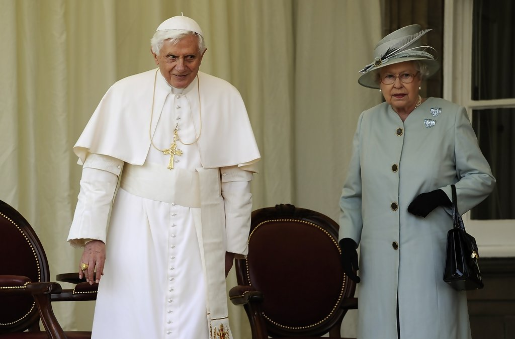 http://www3.pictures.zimbio.com/gi/Holiness+Pope+Benedict+XVI+Pays+State+Visit+1bPWrxzKv1gx.jpg