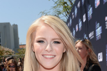Hollie Cavanagh 2013 Young Hollywood Awards Presented By Crest 3D White And SodaStream / The CW Network - Red Carpet