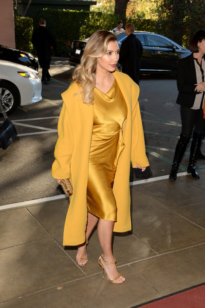 kim kardashian in yellow outfit at the women entertainment in breakfast