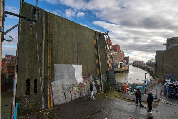 Hullensians Save New Banksy From Being Defaced - Zimbio