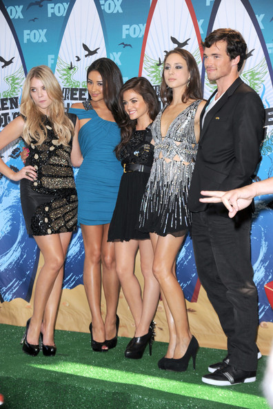 Who is dating in real life on pretty little liars-in-Te Kakha