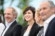 """(L-R) Director Arnaud Desplechin, actors Charlotte Gainsbourg, Alba Rohrwacher and Hippolyte Girardot attend the """"Ismael's Ghosts (Les Fantomes d'Ismael)"""" photocall during the 70th annual Cannes Film Festival at Palais des Festivals on May 17, 2017 in Cannes, France."""