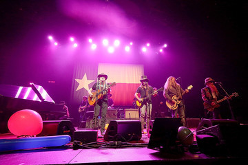 Jamey Johnson Willie Nelson Performs In Concert