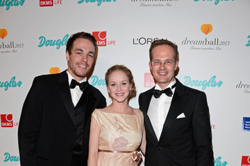 Jan van Weyde Arrivals at the 2013 Dreamball