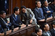 Japanese Prime Minister Shinzo Abe (2nd L) chats with Finance Minister Taro Aso (C) during a plenary session of the House of Representatives at the end of 150-day regular Diet session on June 1, 2016..Japanese leader Shinzo Abe is set to announce June 1 that he will delay a consumption tax hike and launch another blast of government spending, underscoring his failure to ignite the limp economy, analysts said. / AFP / KAZUHIRO NOGI