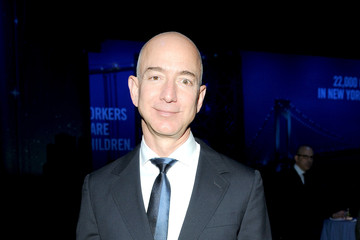 Jeff Bezos Arrivals at the Robin Hood Foundation's Benefit