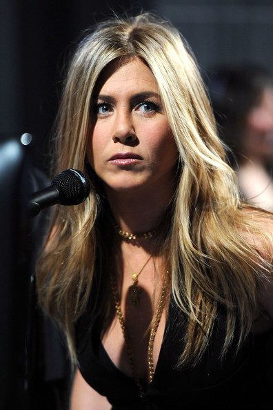 Actress Jennifer Aniston attends the 2011 People's Choice Awards at Nokia