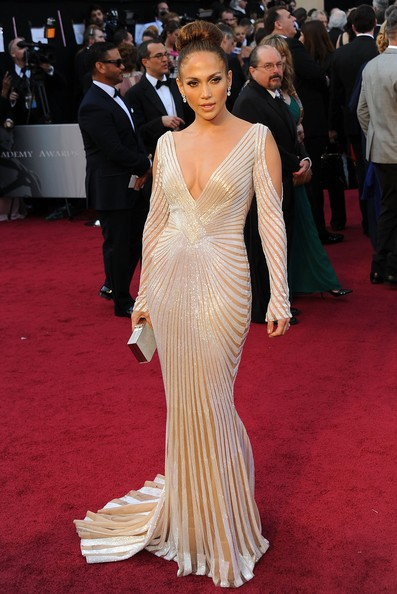 Mila Channelled A Lot Of Old School Hollywood Glamour In An Embellished Elie Saab Couture Gown As Fabulous
