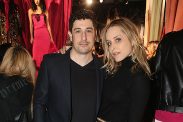 Jenny Mollen alice + olivia by Stacey Bendet Fall 2017 Presentation