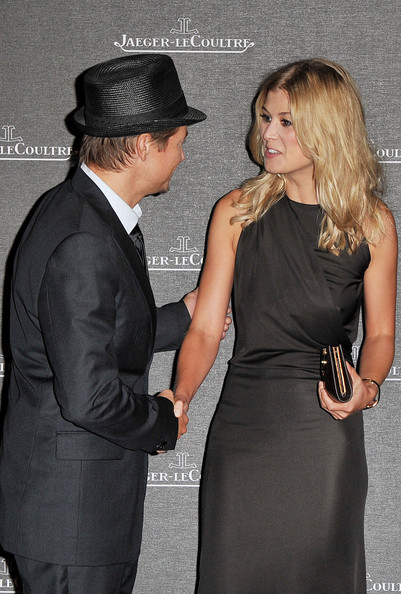 renner singles & personals Jeremy renner isn't dating anyone right now, but consider him off the market i never dated, because i couldn't afford to date i didn't even have electricity.