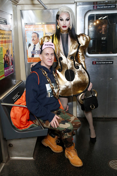 Moschino Prefall 2020 Runway Show - Front Row [prefall 2020 runway show,costume,cosplay,jeremy scott,front row,front row,aquaria,brooklyn city,new york transit museum,moschino]