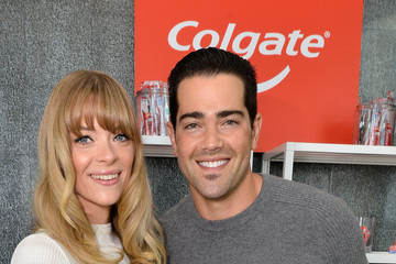 Jesse Metcalfe Colgate Optic White Beauty Lab