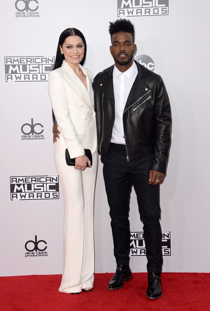 Celebrities outfits at American Music Awards 2014