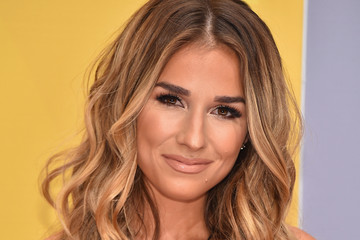 Jessie James Decker The 50th Annual CMA Awards - Arrivals