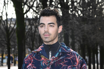 Joe Jonas Louis Vuitton : Front Row - Paris Fashion Week - Menswear F/W 2018-2019