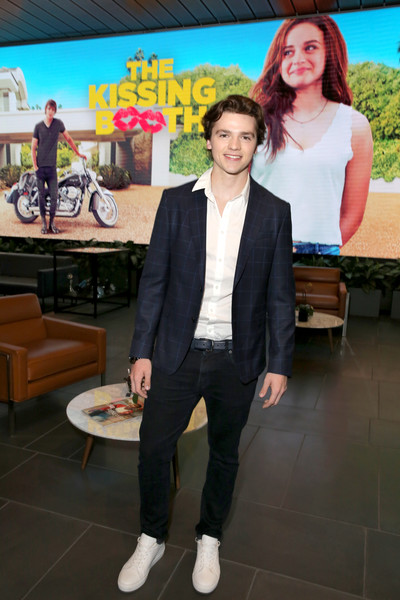 Joel Courtney Photos Photos - 'The Kissing Booth' Special