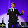 Joel McHale 2019 A Funny Thing Happened On The Way To Cure Parkinson's - Inside