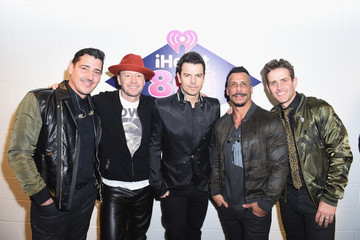 Joey McIntyre Jonathan Knight iHeart80s Party 2017 -  Backstage