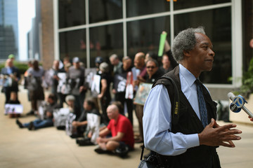 John H. White Former Chicago Sun Times Photographers Hold Exhibit Outside Paper That Ousted Whole Dept.