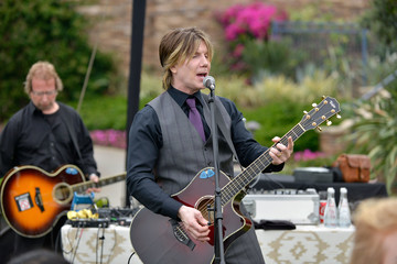 Johnny Rzeznik Johnny Rzeznik of the Goo Goo Dolls Surprise Performance at BRIDES Live Wedding
