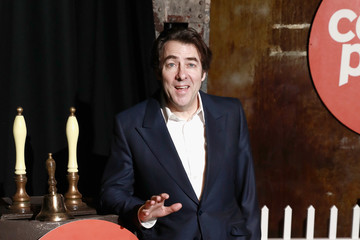 Jonathan Ross Centrepoint's Ultimate Pub Quiz