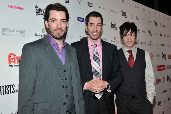Jonathan and Drew Scott Shirtless http://www.zimbio.com/pictures/9QI7WhbsYWg/Rising+Stars+2012+Producers+Ball+2012+Toronto/ZW8qAIR3NyY/Jonathan+Silver+Scott