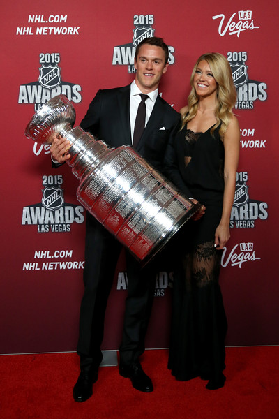 http://www3.pictures.zimbio.com/gi/Jonathan+Toews+Lindsey+Vecchione+Athletes+hpiJ7ch0N7Sl.jpg