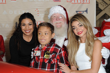 Jordin Sparks Sarah Hyland And Jordin Sparks Join Delta Air Lines' Annual Holiday In The Hangar Celebration