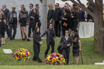 Josh Brolin Chris Cornell Is Laid to Rest at the Hollywood Forever Cemetery