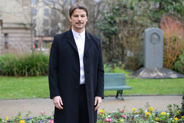 Josh Hartnett Dior Homme : Outside Arrivals - Paris Fashion Week - Menswear F/W 2018-2019