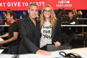 Julia Roberts George Clooney Hand in Hand: A Benefit for Hurricane Relief - Los Angeles