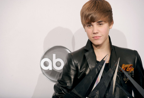 Justin Bieber Backgrounds For Twitter. girlfriend justin bieber