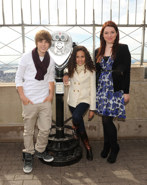 Singer Justin Bieber, actress Madison Pettis and actress Jennifer Stone attend the lighting of the Empire State Building to kickoff Jumpstart's Read For The Record Campaign on October 8, 2009 in New York City.