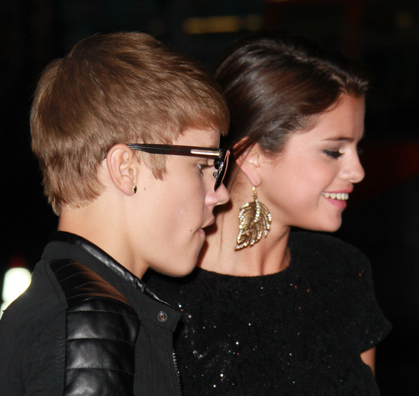 "Justin Bieber Recording artist Justin Bieber (L) and singer/actress Selena Gomez attend the premiere of Lionsgate Films' ""Abduction"" at Grauman's Chinese Theatre on September 15, 2011 in Hollywood, California."