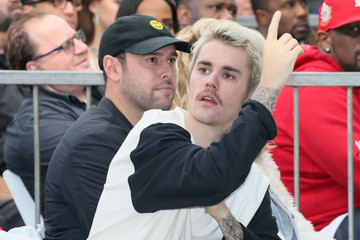 Justin Bieber Scooter Braun Sir Lucian Grainge Honored With A Star On The Hollywood Walk Of Fame