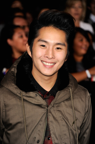 Justin Chon Photos Photos - The Premiere of 'Breaking Dawn ...