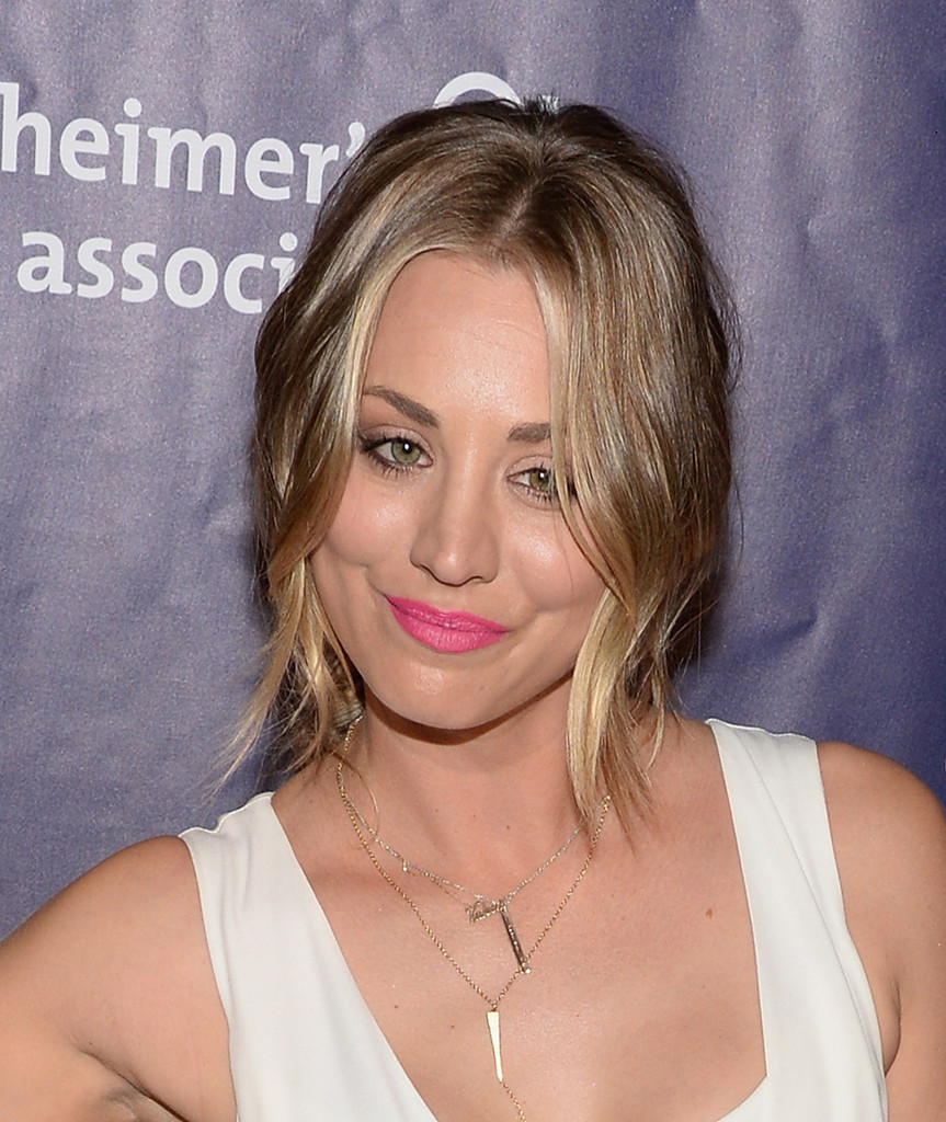 Who Wore Fuchsia Lips Better? Kaley Cuoco Or Caitlin Fitzgerald?
