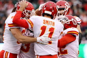 Travis Kelce #87 of the Kansas City Chiefs celebrates his touchdown with teammate Alex Smith #11 in the first quarter against the New York Jets on December 03, 2017 at MetLife Stadium in East Rutherford, New Jersey.