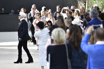 Karl Lagerfeld Chanel : Runway - Paris Fashion Week - Haute Couture Fall/Winter 2017-2018