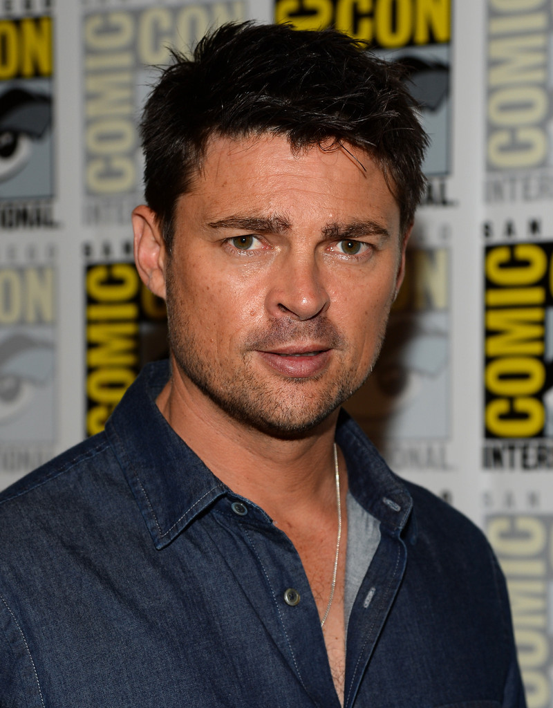 karl heinz urban and the curious case of the button allergy on pinterest karl urban i hate. Black Bedroom Furniture Sets. Home Design Ideas