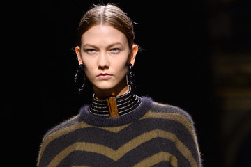 Karlie Kloss Balmain : Runway - Paris Fashion Week Womenswear Fall/Winter 2014-2015
