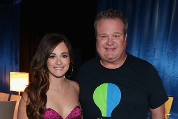 Kasey Musgraves Entertainment Industry Foundation Hosts Star-Studded Telecast For Teachers and Students - Inside