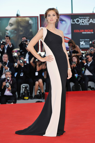 "Kasia Smutniak - Award Ceremony And ""L'Homme Qui Rit"" Arrivals - The 69th Venice Film Festival"